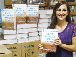 Certeza Argentina manager Daniela Ortiz with the Spanish edition of the evergreen IVP New Bible Dictionary. Thank God for Certeza's progress in a volatile economy and growing influence in the Spanish-speaking world.